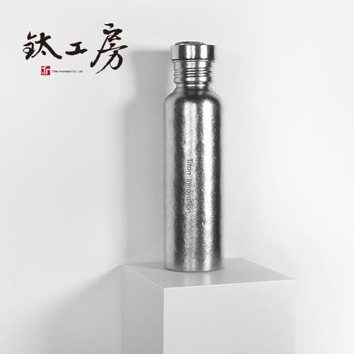 鈦工房 x 鈦戶外運動水壺(附吸管)